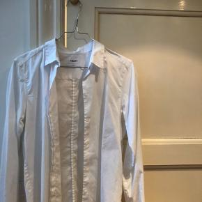 Super lækker hvid skjorte fra Filippa K!🤍 Passer s/m Skriv for flere billeder eller spørgsmål!🤩
