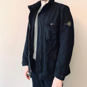Stone island David-TC overgnags jakke. brugt få gange næsten som ny.  Stl L fitter en M