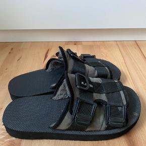 Brugt et par gange, men fejler intet.  Streetwear style sandaler   Str 43