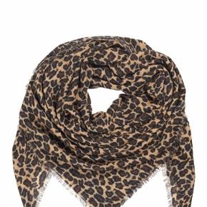 Lækker uld tørklæde i flot Leo, ny med prismærke. Perfekt til efteråret 😊