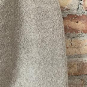 Unik og blød pels-miniskirt fra Acne Studios.