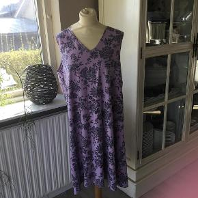caa72f290cf ... NY fin bluse Størrelse: 44 Farve: Bluse. 100 kr. Brand: Yessica Varetype:  Str. XL (46/48) 2 stk. Kjole