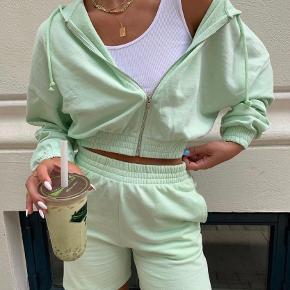 Cropped pastel trøje fra gina tricot