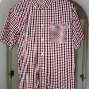 Diverse tøj og sko; skjorter, polo, jakke. sweaters Flere køb giver rabat. ingen; pletter,huller eller fnug