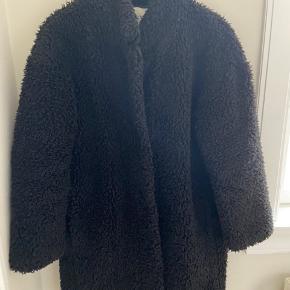 Super fin teddy-look jakke fra Zara. Den er brugt en del men har intet slid :)