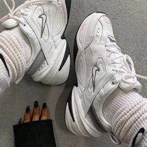 Sælger disse M2K tekno sneakers fra Nike, da jeg desværre ikke har fået dem brugt. De er helt nye og ligger stadig i kassen 🌟 Kan bruges af en størrelse 38-39 🌴
