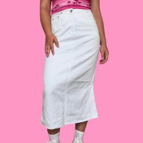 Lyseblå (Næsten hvid) lang denim nederdel Str. 40 Sender med DAO Bytter ikke  Køber betaler for fragten