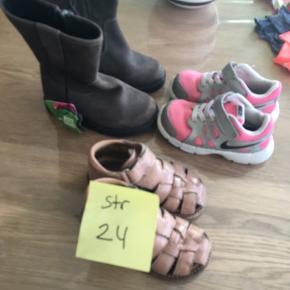 Friends støvler ny med mørke, ægte skind byd  Angulus sandaler  75,-  Nike snearkers 65