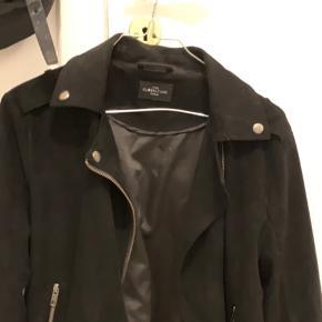 Sælger denne fede velour jakke. Næsten ikke brugt