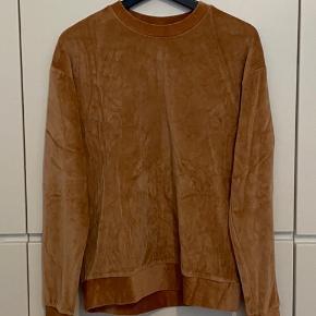 Topshop camel velvet sweatshirt. Size 36. Good condition.
