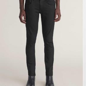 """Varetype: Jeans Størrelse: 28/32"""" Farve: Sort  Nypris 1000,- Model: Slim Næsten som nye - købt for små. Fast pris ekskl fragt"""