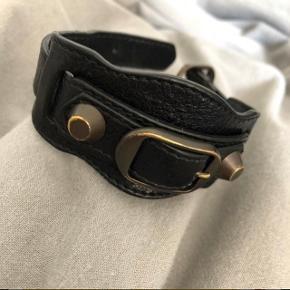 Balenciaga armbånd sælges! Bud er mulige