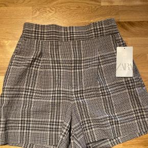 Helt nye shorts fra Zara. Pasformen er rigtig fin