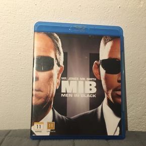 Jeg sælger filmene Men In Black 1 og Men In Black 2 for 25kr. pr stk eller 45kr samlet.  De er begge i Blu Ray version 😀