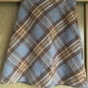 Nederdel i uld fra Lovechild