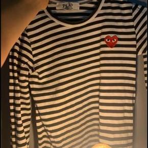 Sælger min datters PLAY bluse str S. Nypris 900kr sælges for 300kr