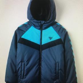 Ny Hummel vinterjakke/ jakke. Kan sendes med DAO for 48kr.