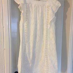Helt ny kjole, aldrig brugt. Ny pris 799