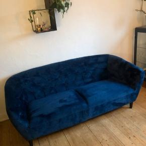 1 år gammel sofa fra ILVA. Næsten helt som ny, da den er blevet brugt meget begrænset. Sælges pga flytning.