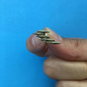 Fin enkel ørering i forgyldt sterlingsølv. Guldet er en smule falmet.