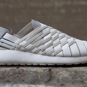 Nike roste run woven, str 37. Brugt et par gange. Nypris 800
