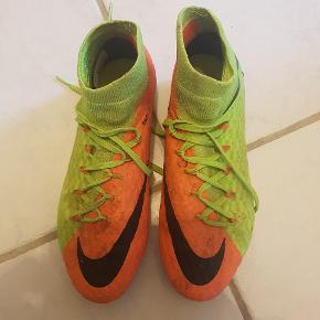 Fodboldstøvler i Str.39