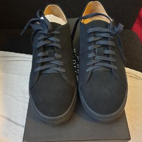 Helt ny sko fra Tiger of Sweden, model Brukare, farve midnatsblå (colour 284), str. 40.  Kan evt hentes i Valby.