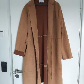 Lækker frakke med sidelommer.