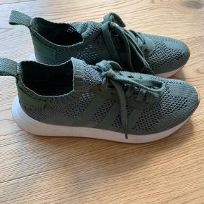 Adidas Flashback PK sneakers i grøn/oliven. Kun brugt få gange.  Byd gerne :)