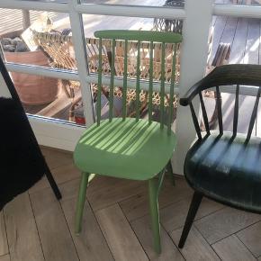 Grøn pindestol fra Sverige :) B 42. Cm D 41. Cm  H 45/85. Cm sæde/ryg (STOL M/armlæn er SOLGT)  Pris. 375. Kr