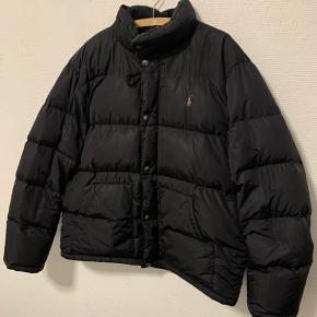 Vildt fed puffer vintage jakke. Meget sjælden og perfekt til en som går op i at være lidt ekstra Sælges normalt for 350-400$