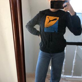 Sælger denne fine Puma trøje 💓   Den kan hentes i Viby J eller Vrold, ellers kan den sendes     #vintage