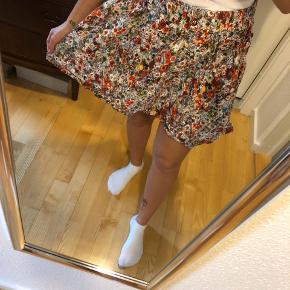 Blomstre nederdel