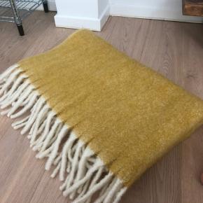 Tæppe fra magasin. Måler ca. 140 x 160 cm. Aldrig brugt. Nypris: 600 kr.