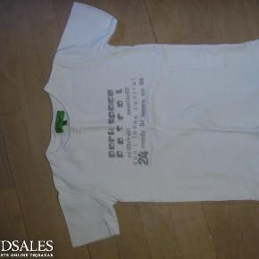 Brand: Mikro Makker Varetype: T-shirt Størrelse: 5 Farve: Hvid  Tætsiddende t-shirt.