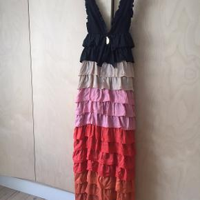 Super smuk silkekjole fra franske Manoush. Perfekt til sommerens bryllupper.