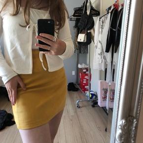 Brugt få gange!  Gul/orange nederdel fra even&odd