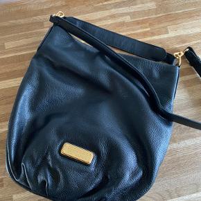 Smuk taske fra Marc by Marc Jacobs  Sort læder  Brugt meget lidt og derfor i meget meget fin stand