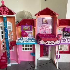 Virkelig meget Barbie sælges  Det har stået i en garage og samlet støv nu skal det have ny ejer Der er alt hvad hjertet begærer af bl.a. møbler, biler,dukker, tøj, tilbehør, hus og campingvogne Der kan være ting som mangler og eller er i stykker af møbler men i begrænset omfang