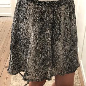 Flot nederdel i str. s/m