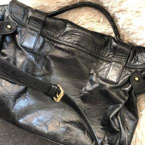 Mega fed Mulberry Alexa i sort Buffalo skind. Læderet er råt og shiny hvilket giver tasken et rigtigt fedt udtryk. Flere billeder og kontakt på 29312268