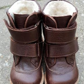 Varetype: Vinterstøvler Farve: Brun
