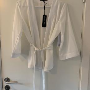 Flot kimono skjorte  Aldrig brugt  36/38
