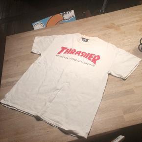 Sælger denne mega fede thrasher tee!!!!  Str M Stand: fejler ikke noget og ikke brugt vildt meget:) Pris 150 Ellers byd