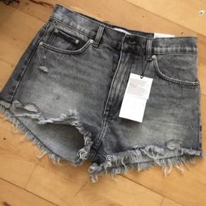 Zara denim shorts sort grå str 36. Ingen bytte