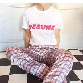 T-shirt fra Résumé  NY PRIS: 400  BYD
