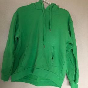 Grøn hoodie, kun brugt en gang. BYD endelig 😁