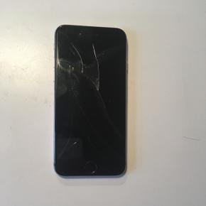 Defekt iPhone 6 med smadret skærm! Skiftes skærmen burde den virke. Opladerstik er ikke sæt nyt mere.  Kun telefon medfølger.