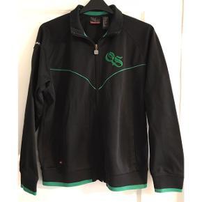 Bluse med lynlås i kraftig kvalitet. 2 lommer foran. Brystvidde: 63 cm. X 2. Længde: 68 cm