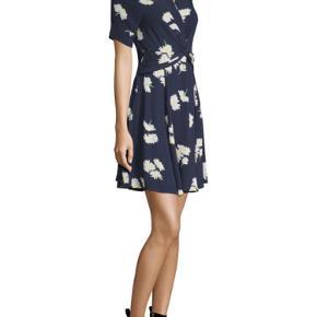 Ganni kjole str. 34. Brugt og vasket nogle gange, derfor prisen 🌼 Bud modtages.   Kan mødes i Aarhus C, eller sende med TS-handel/DAO.